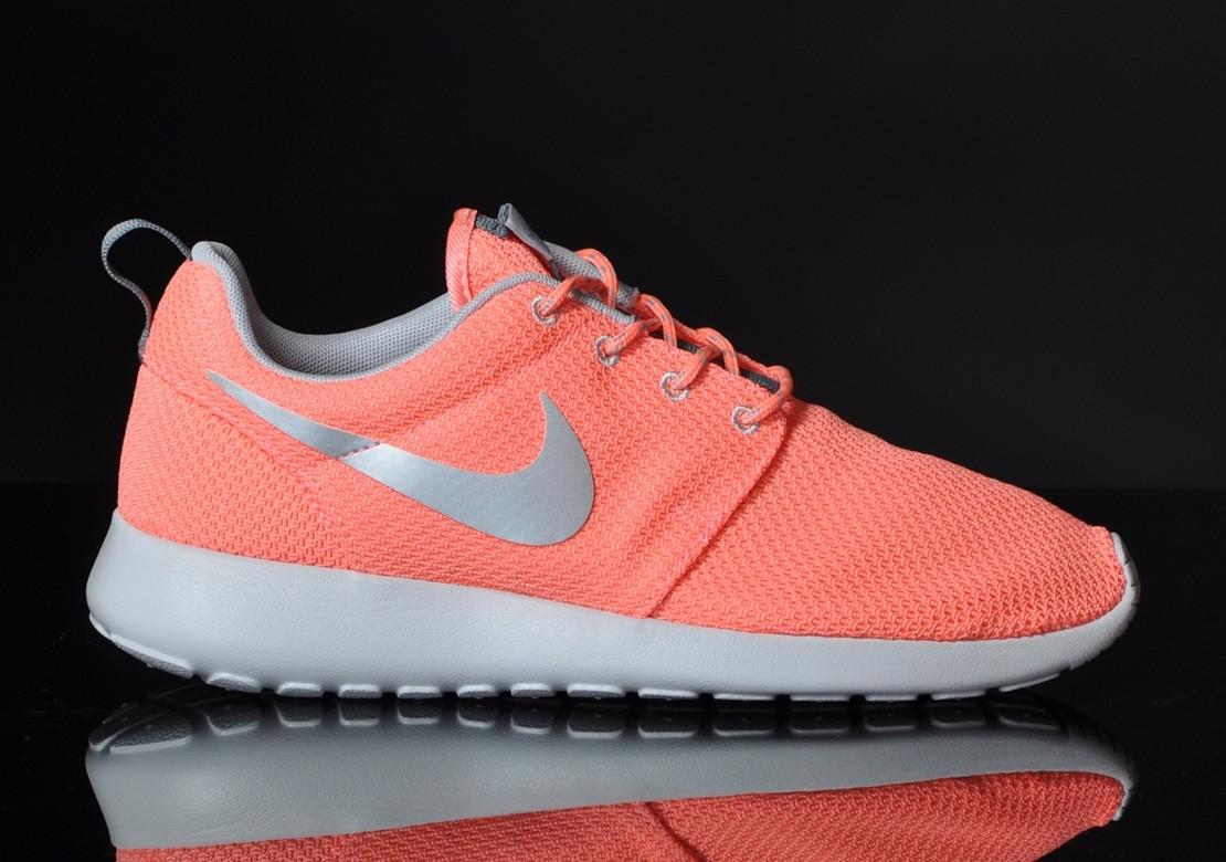 finest selection 83fa6 c6750 Trouver La Sortie D usine Nike Roshe Run Femme Chaussures Pas Cher  Alainhemet